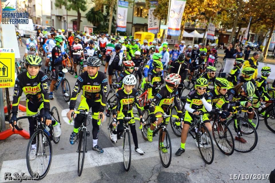 La partenza in Via XX Settembre, davanti all'E Bike Store Tutti Campioni