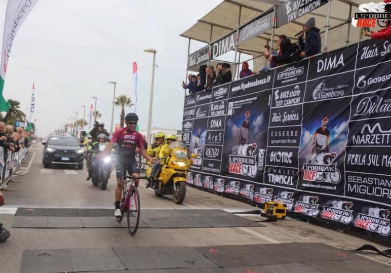 L'arrivo di Matteo Zannelli alla Lipobreak Race Porto Sant'Elpidio 2019