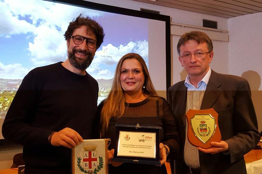 L'assessore allo sport di Porto Sant'Elpidio Milena Sebastiani riceve l'augurio da parte della città di Alba