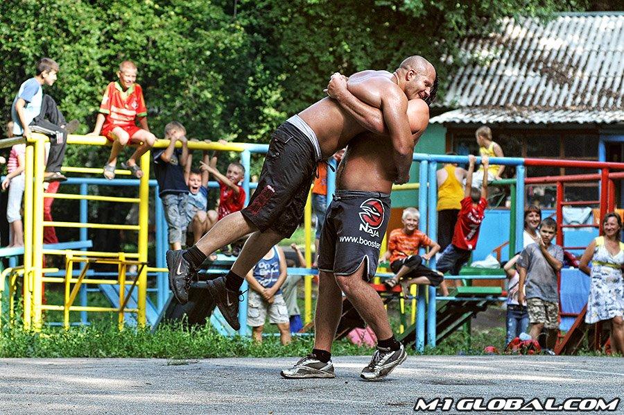 Fedor si sta allenando nella kickBoxing 1