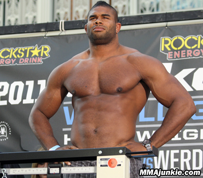 STOP THE PRESS: Alistair Overeem vs Brock Lesnar all UFC 141 1