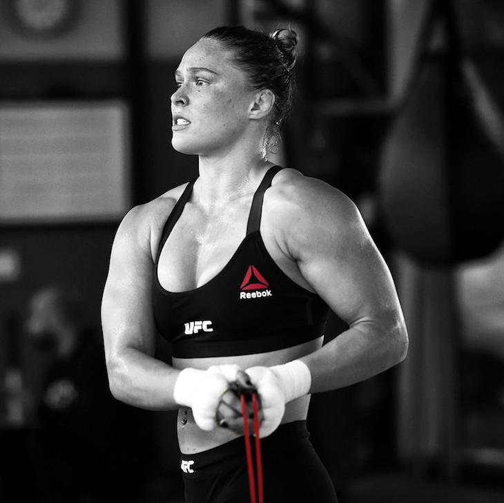 Ronda Rousey contro le puttanelle ciuccia soldi 1