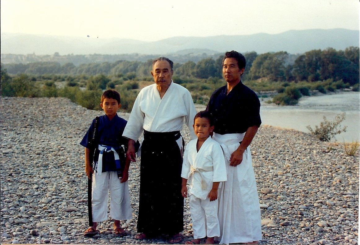 Minoru Mochizuki con il figlio Hiroo ed i nipoti Mitchi e Kyoshi