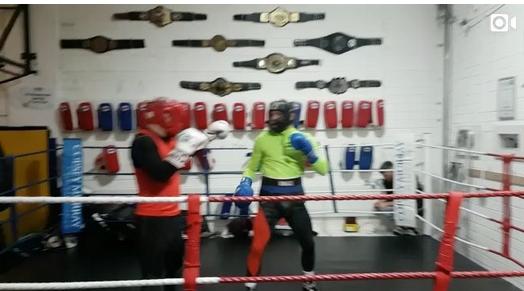 Ecco un video di Conor che si allena di Boxe... secondo me prende le palate 1