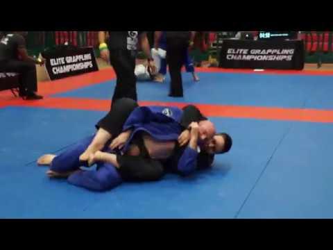 Cintura bianca vs Cintura nera a un torneo di Bjj... Ma non è quello che pensi. 1
