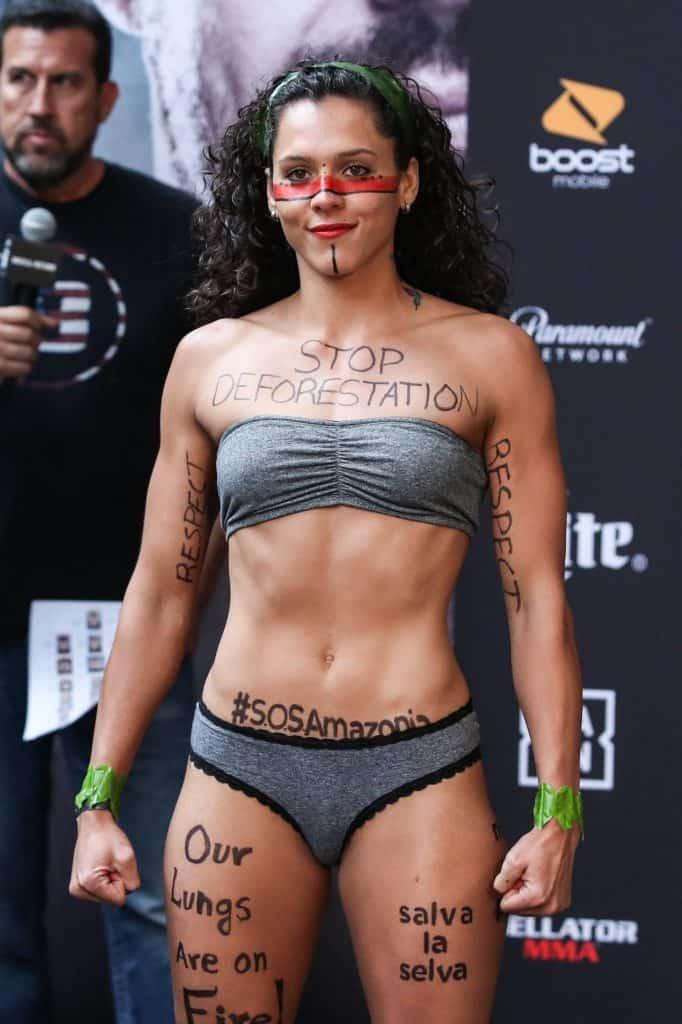 L'importante messaggio di Alejandra Lara, la fighter di MMA Colombiana che protesta contro la deforestazione 2