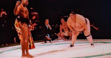 """Anthony """"Rumble"""" Johnson in un match di sumo al Substars 10"""