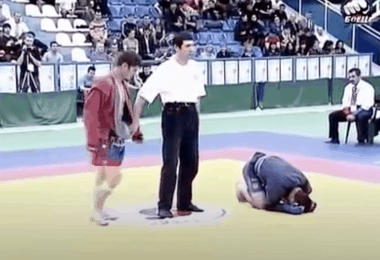Video: l'unica sconfitta di Khabib Nurmagomedov (che scoppia in lacrime!) 9