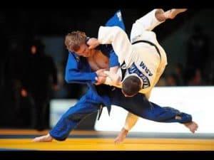 Agonista di Judo e insegnante di BJJ disarma e immobilizza un rapinatore 2