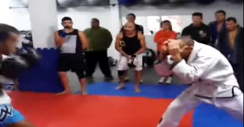 Un team di BJJ chiede a un team di Muay Thai di fare una sfida amichevole. 7