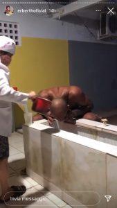 Erberth Santos fa il rito del Kambo, con il veleno di una rana amazzonica (foto) 3