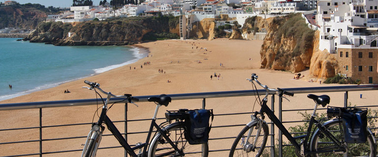 https://s3.eu-central-1.amazonaws.com/gj-test/web/uploads/images/thumbs/1/algarve-strand.jpg