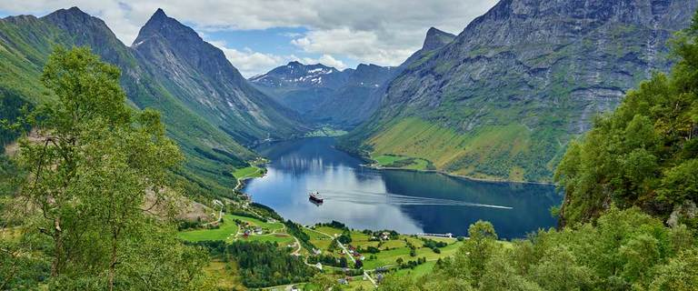 https://s3.eu-central-1.amazonaws.com/gj-test/web/uploads/images/thumbs/1/hurtigruten-fjord.jpg