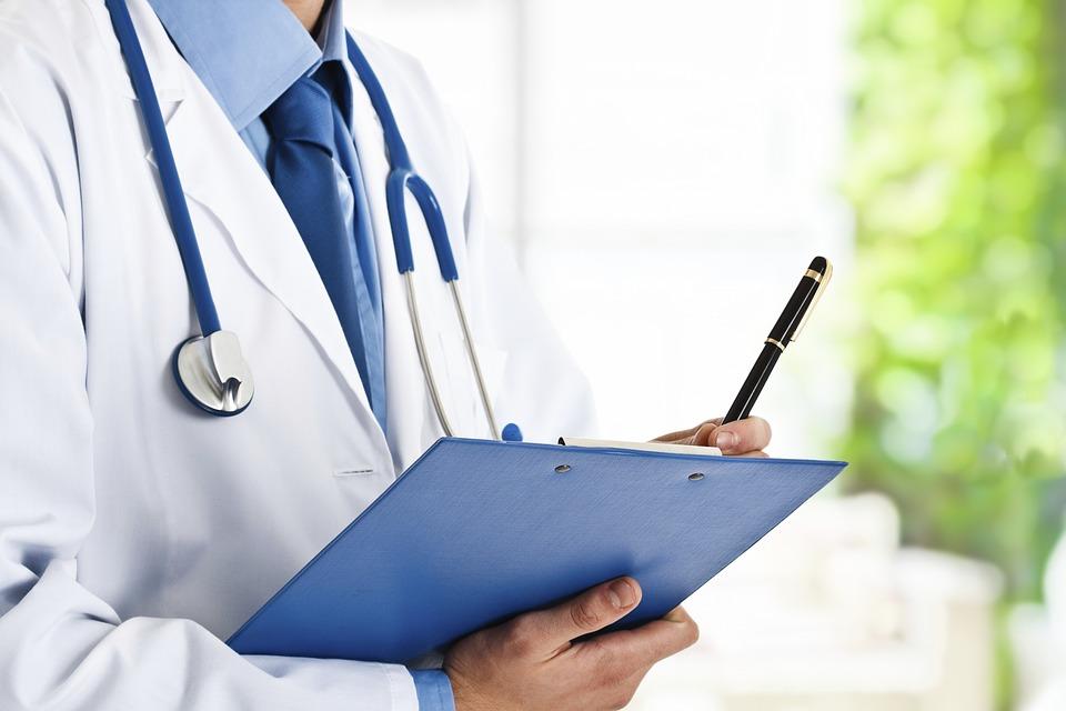 Jak sobie radzić z deficytem lekarzy