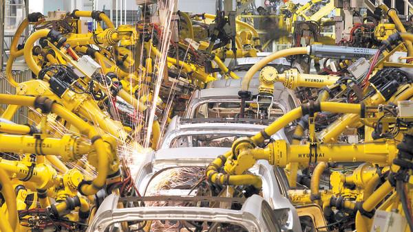 Robot czy człowiek? Automatyzacja wciąż idzie naprzód