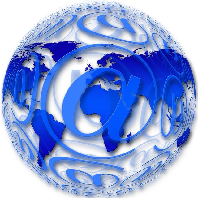 Poczta elektroniczna najpopularniejszą formą komunikacji w sieci