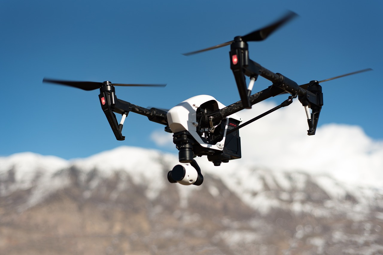 Dronów na niebie jest coraz więcej