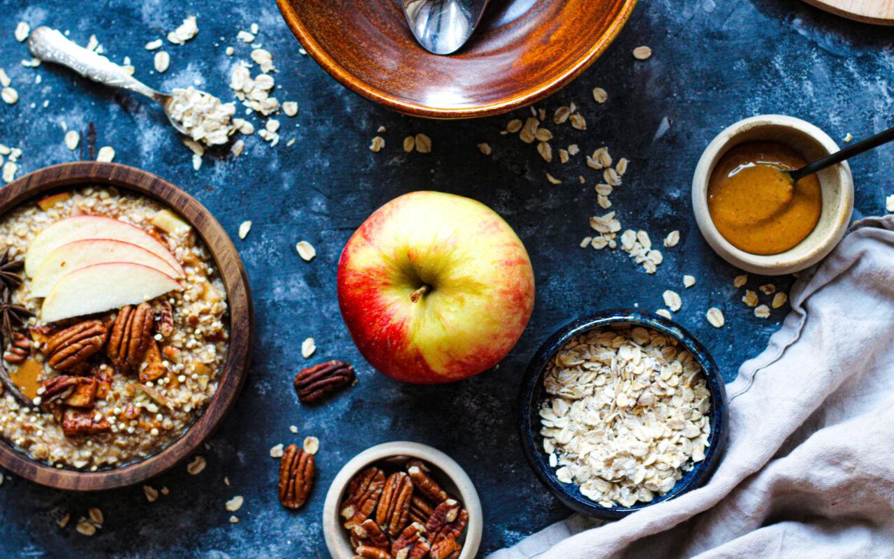 Eiwitrijke havermoutpap met appel en speculaaskruiden