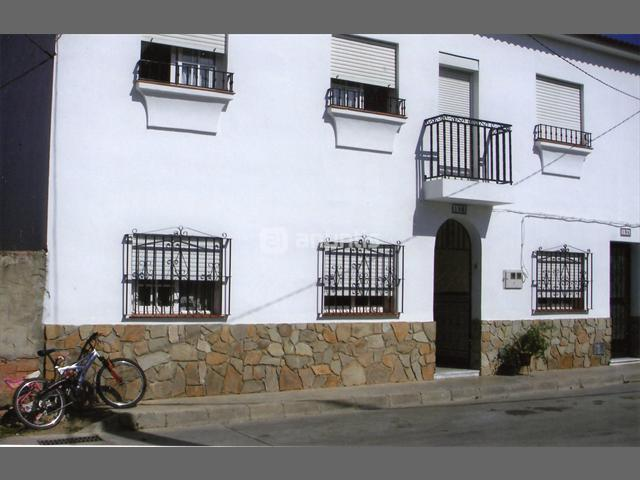 4 Bedroom Apartment for Sale in Jimena De La Frontera