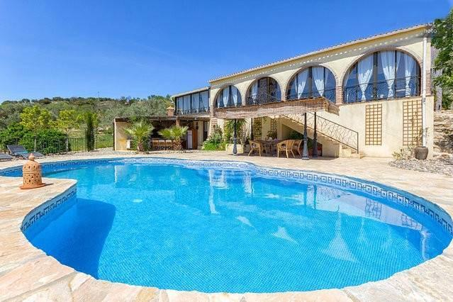 7 Bedroom Country House for Sale in Casarabonela
