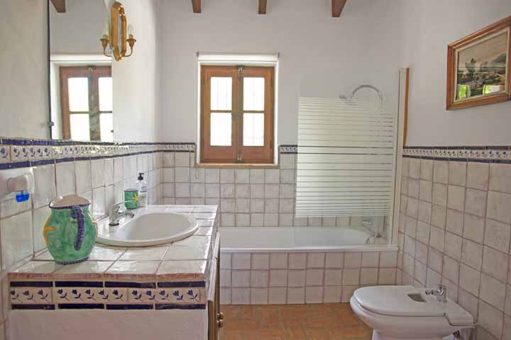 5 Bedroom Country House for Sale in Gaucin