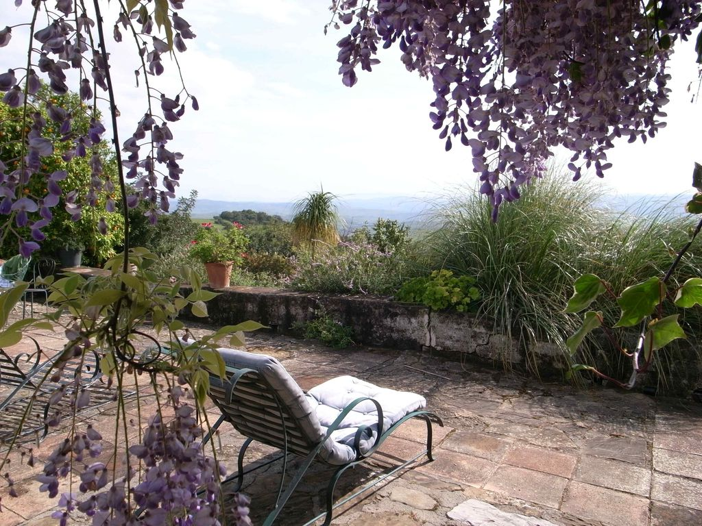 10 Bedroom Country House with guest accommodation for Sale in Gaucin