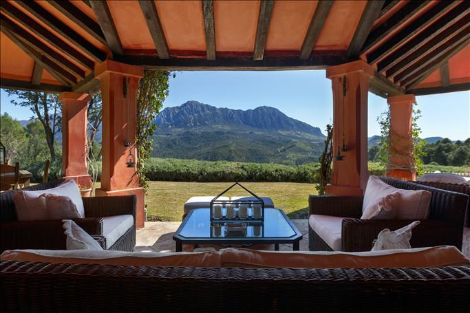 6 Bedroom Villa for Sale in Gaucin