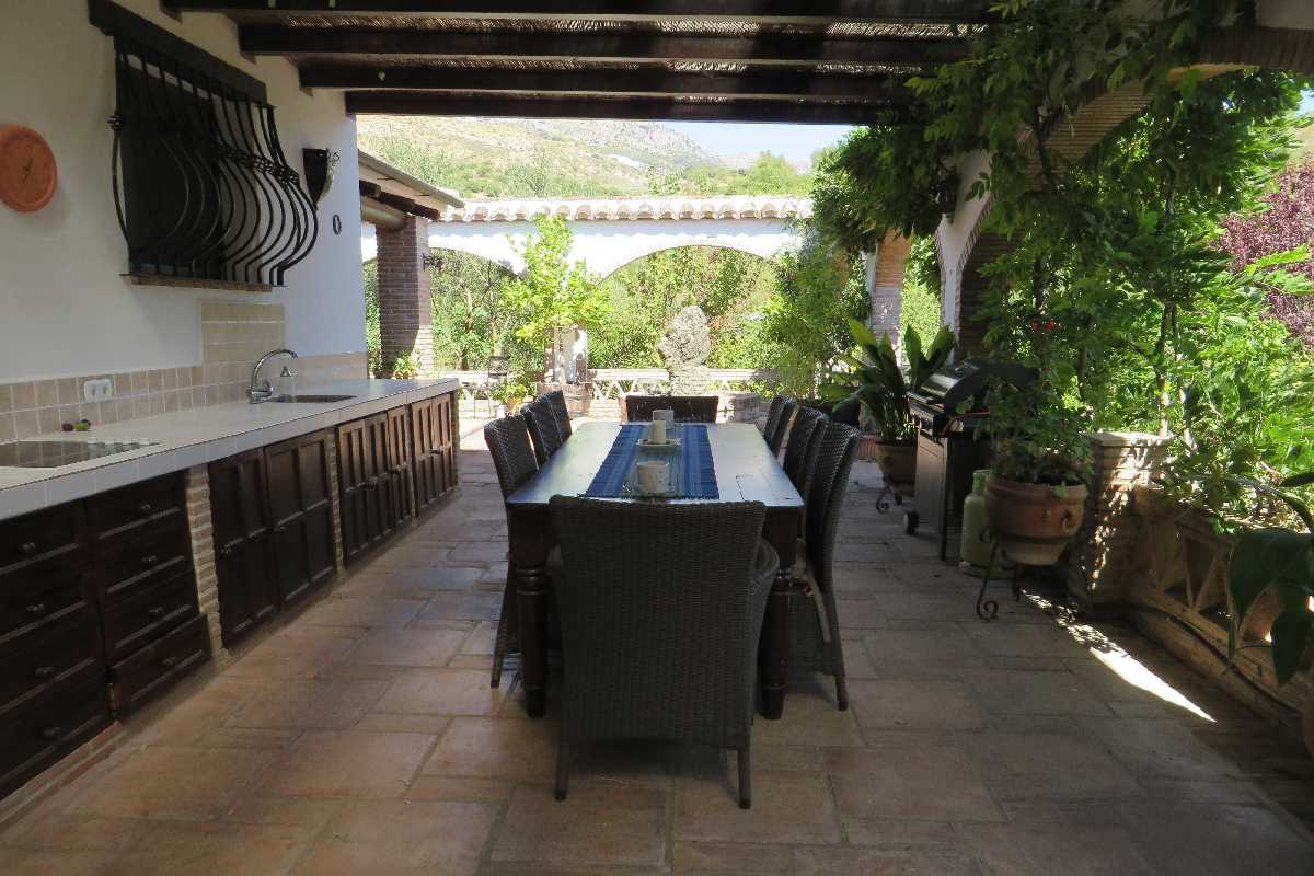 5 Bedroom Country House with guest accommodation for Sale in Cortes De La Frontera