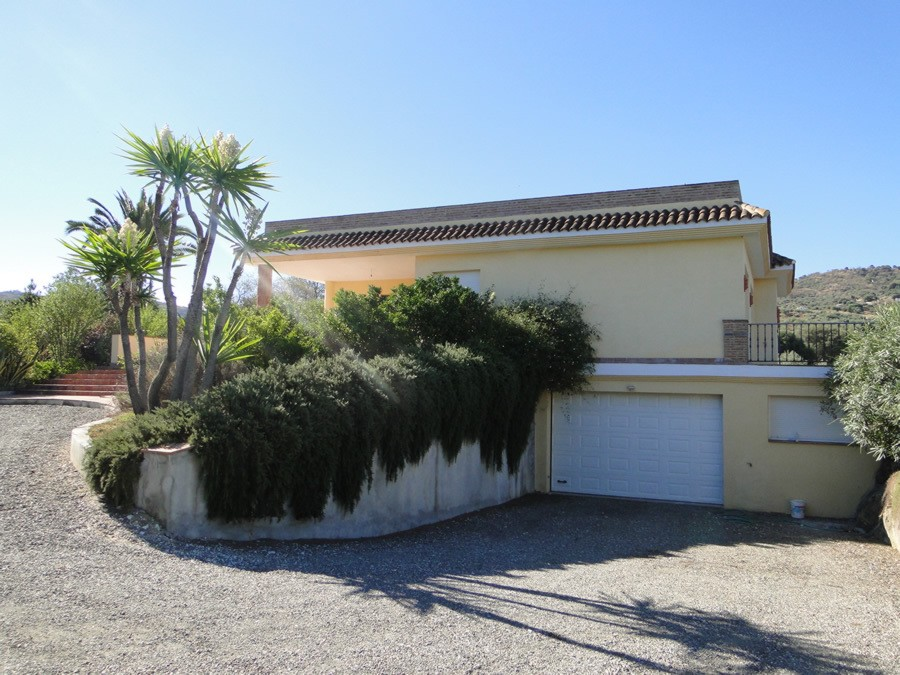 7 Bedroom Country House for Sale in Guaro