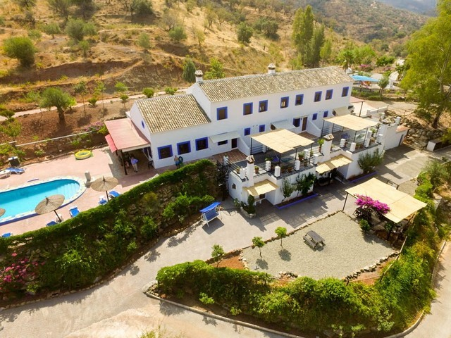 15 Bedroom Commercial for Sale in Guaro