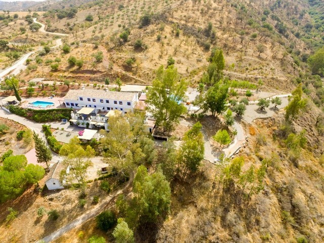 17 Bedroom Commercial for Sale in Guaro