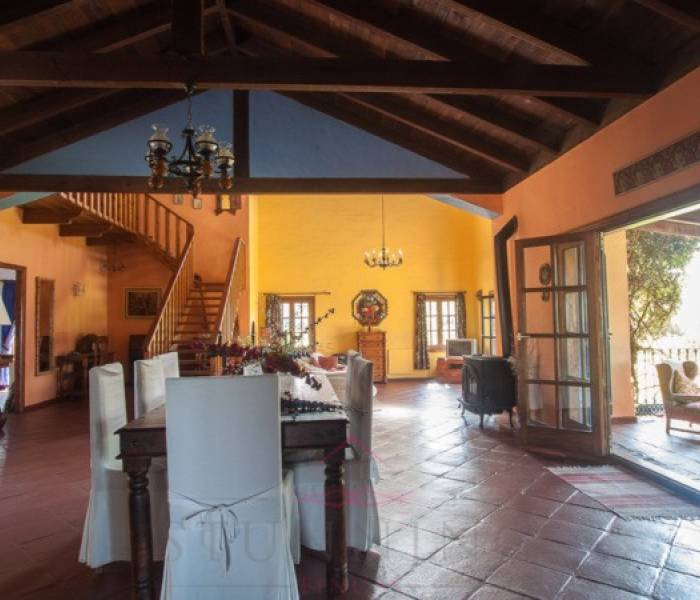 6 Bedroom Villa for Sale in Estepona
