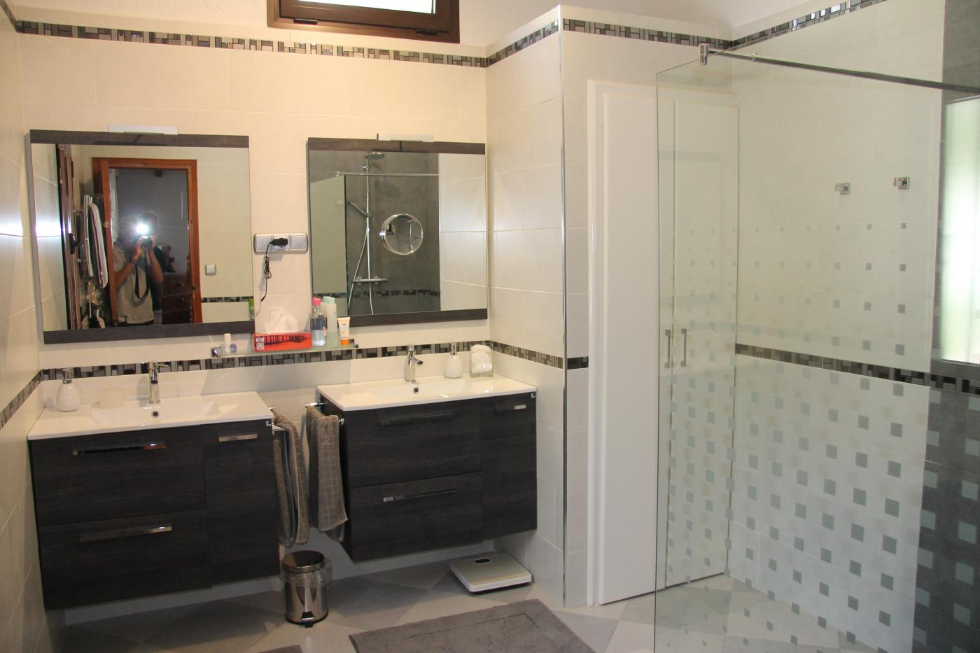 2 Bedroom Commercial for Sale in Malaga