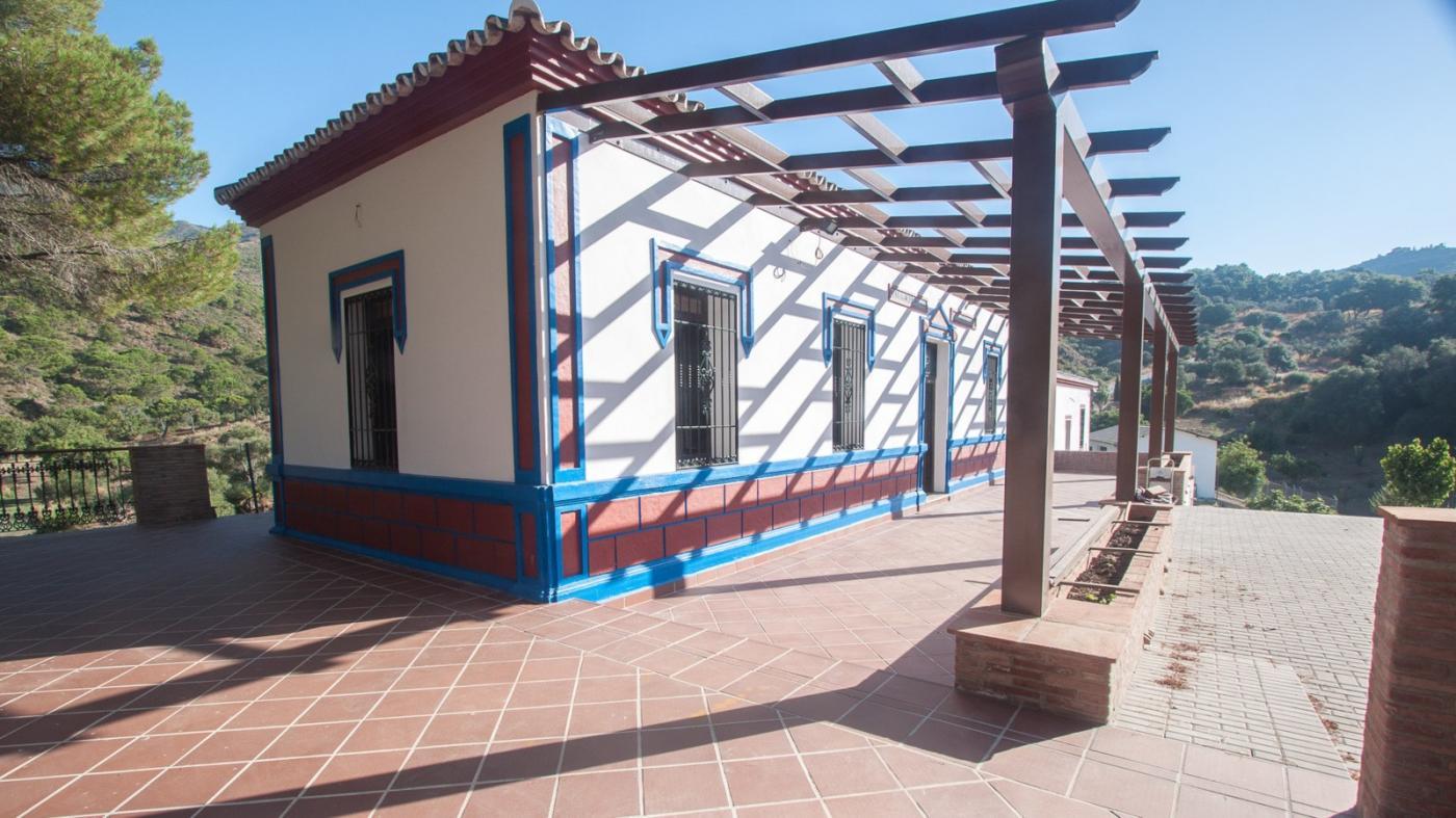 5 Bedroom Finca for Sale in Estepona