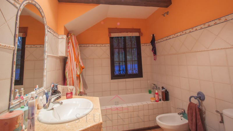 4 Bedroom Country House for Sale in Estepona