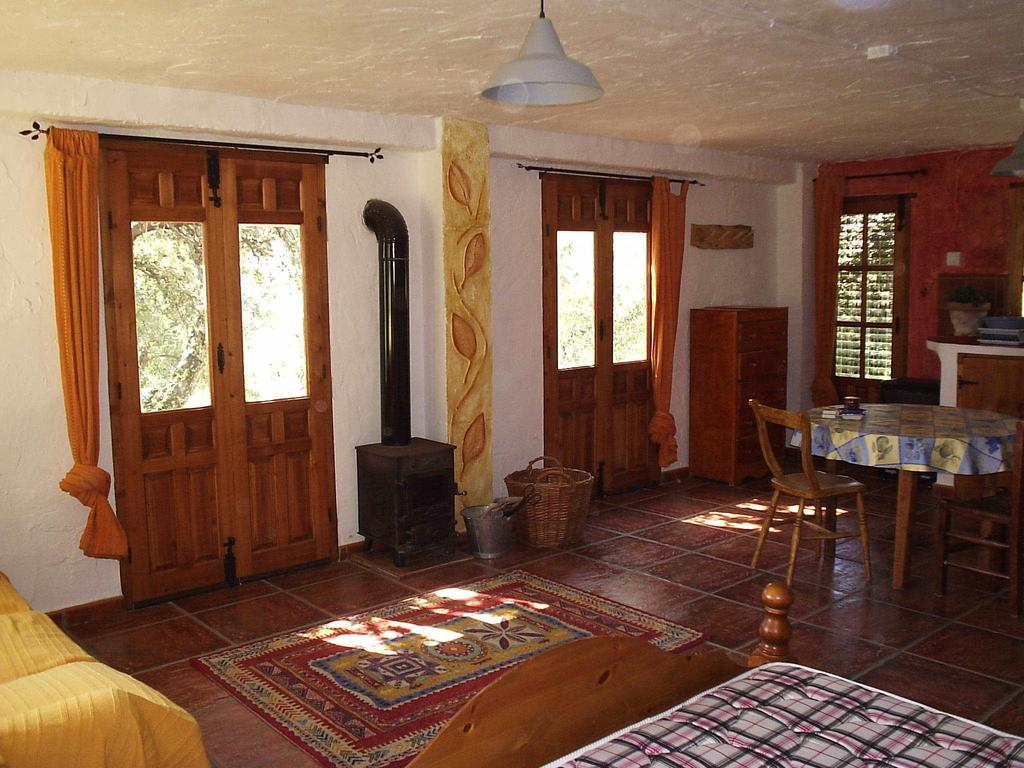 4 Bedroom Country House with guest accommodation for Sale in Gaucin