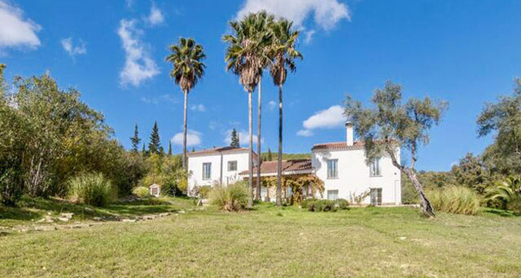 6 Bedroom Country House with guest accommodation for Sale in Gaucin