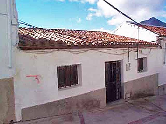 4 Bedroom property to rennovate for Sale in Gaucin