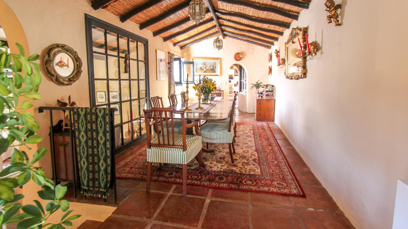 8 Bedroom Country House with guest accommodation for Sale in Casares