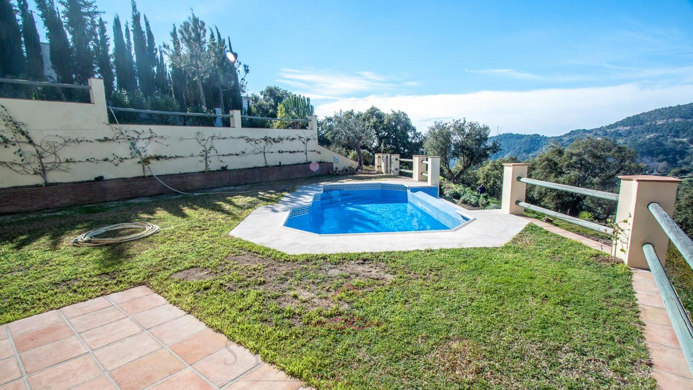 3 Bedroom Country House with guest accommodation for Sale in Casares
