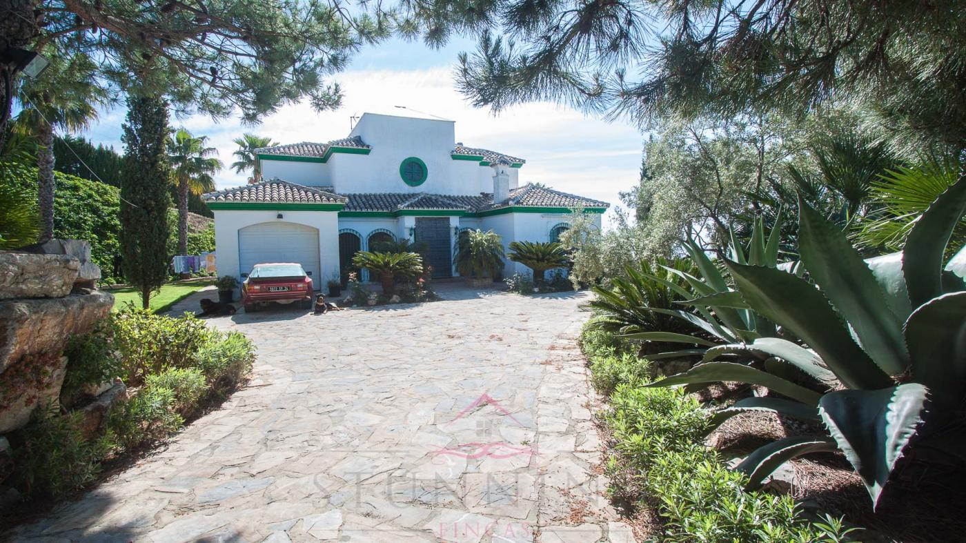 5 Bedroom Country House for Sale in Casares