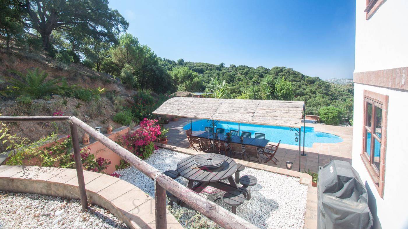 6 Bedroom Country House for Sale in Casares