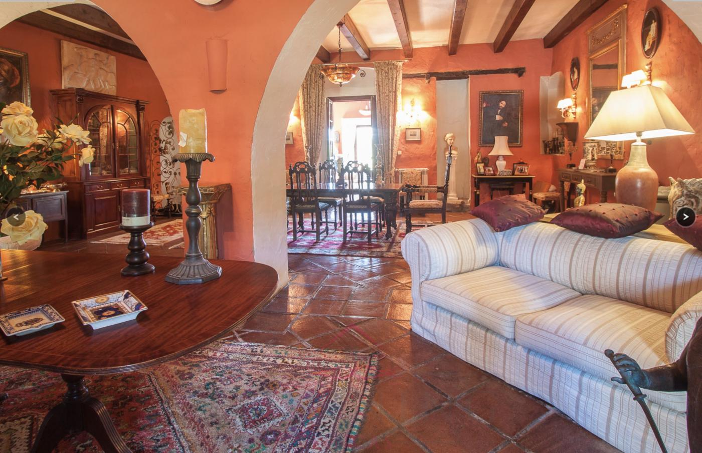 7 Bedroom Coastal Property Country Style Living for Sale in Manilva