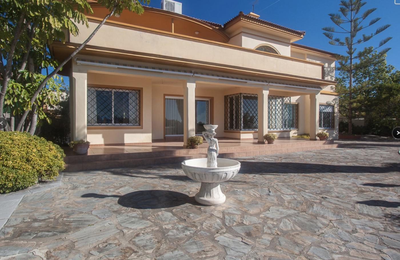 3 Bedroom Villa for Sale in Estepona