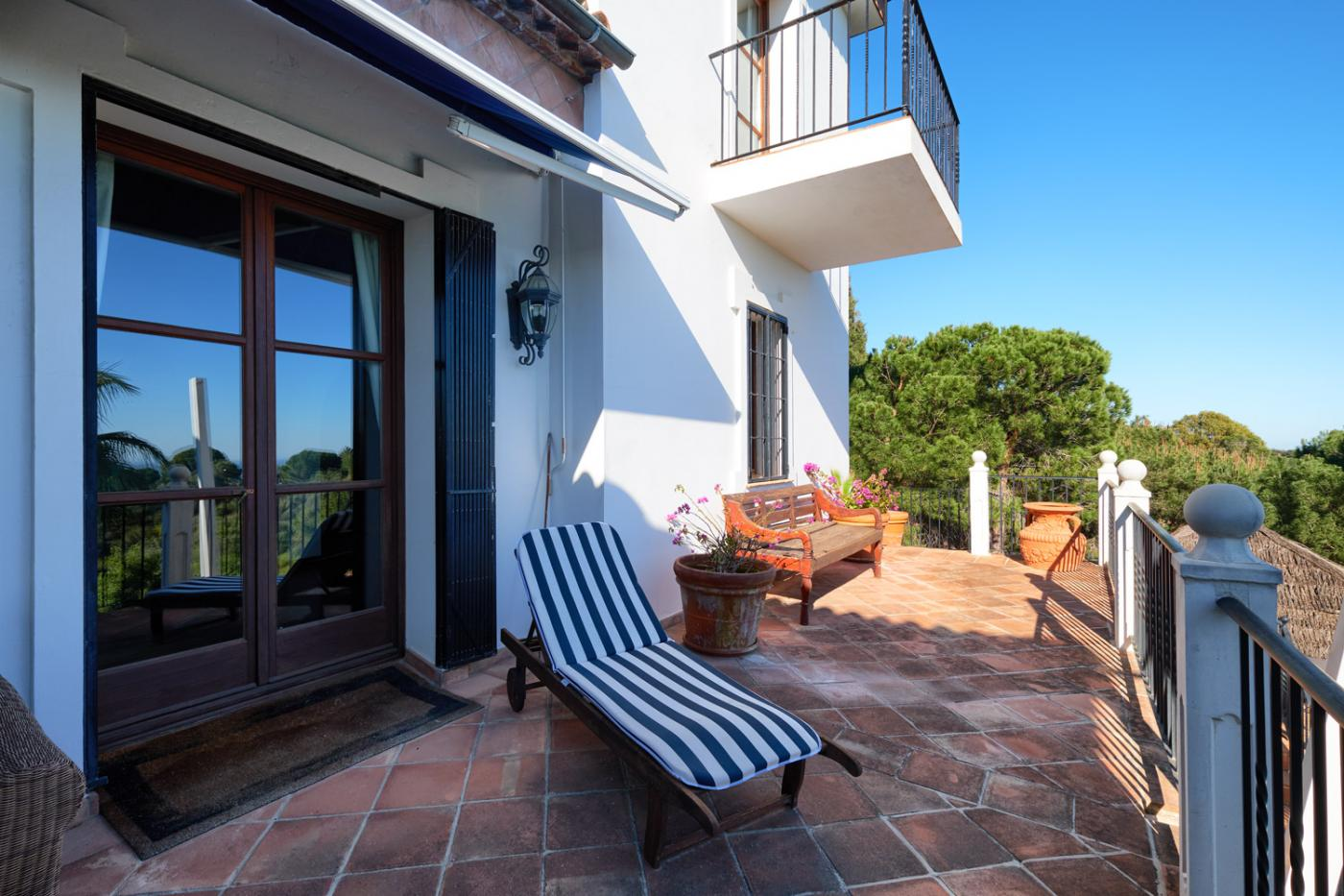 3 Bedroom Coastal Property Country Style Living for Sale in Estepona