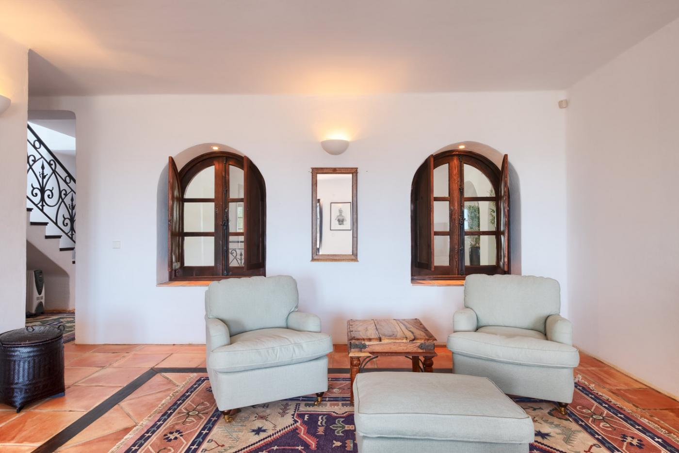 6 Bedroom Coastal Property Country Style Living for Sale in Benahavis