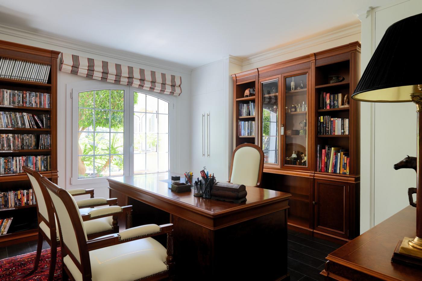 5 Bedroom Coastal Property Country Style Living for Sale in Benahavis