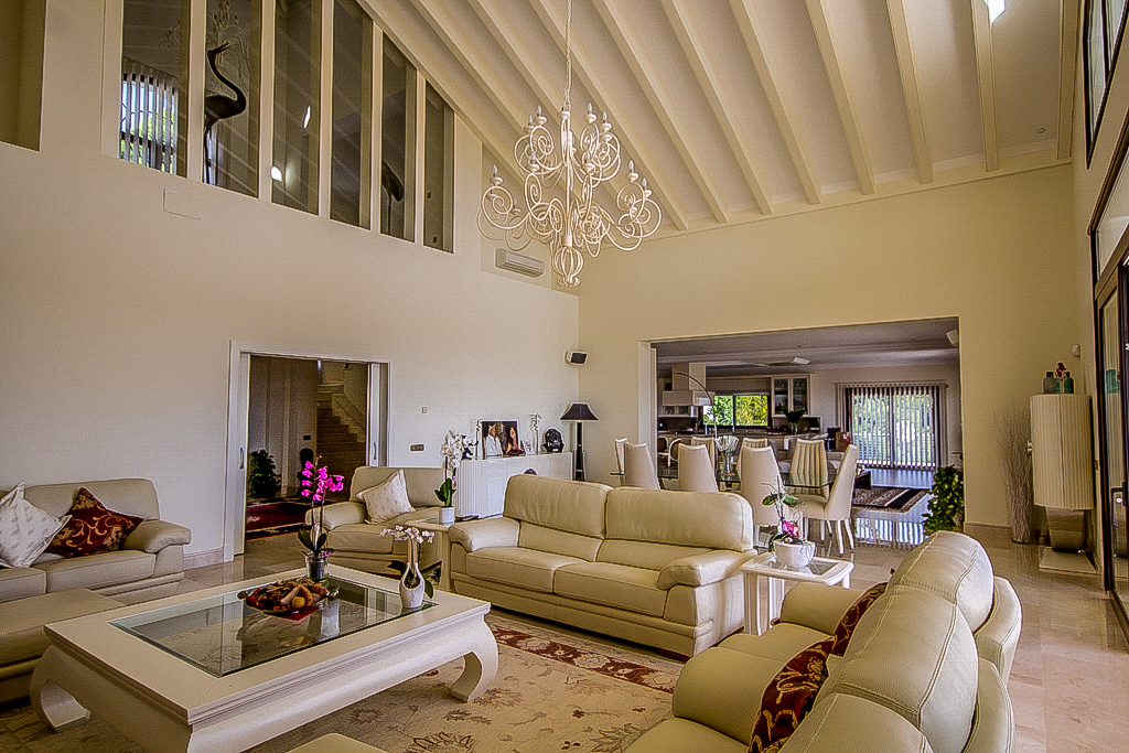 7 Bedroom Coastal Property Country Style Living for Sale in Benahavis