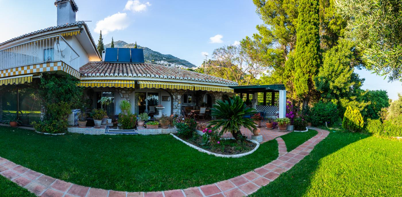 12 Bedroom Coastal Property Country Style Living for Sale in Mijas