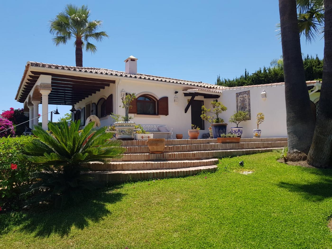 4 Bedroom Coastal Property Country Style Living for Sale in Estepona